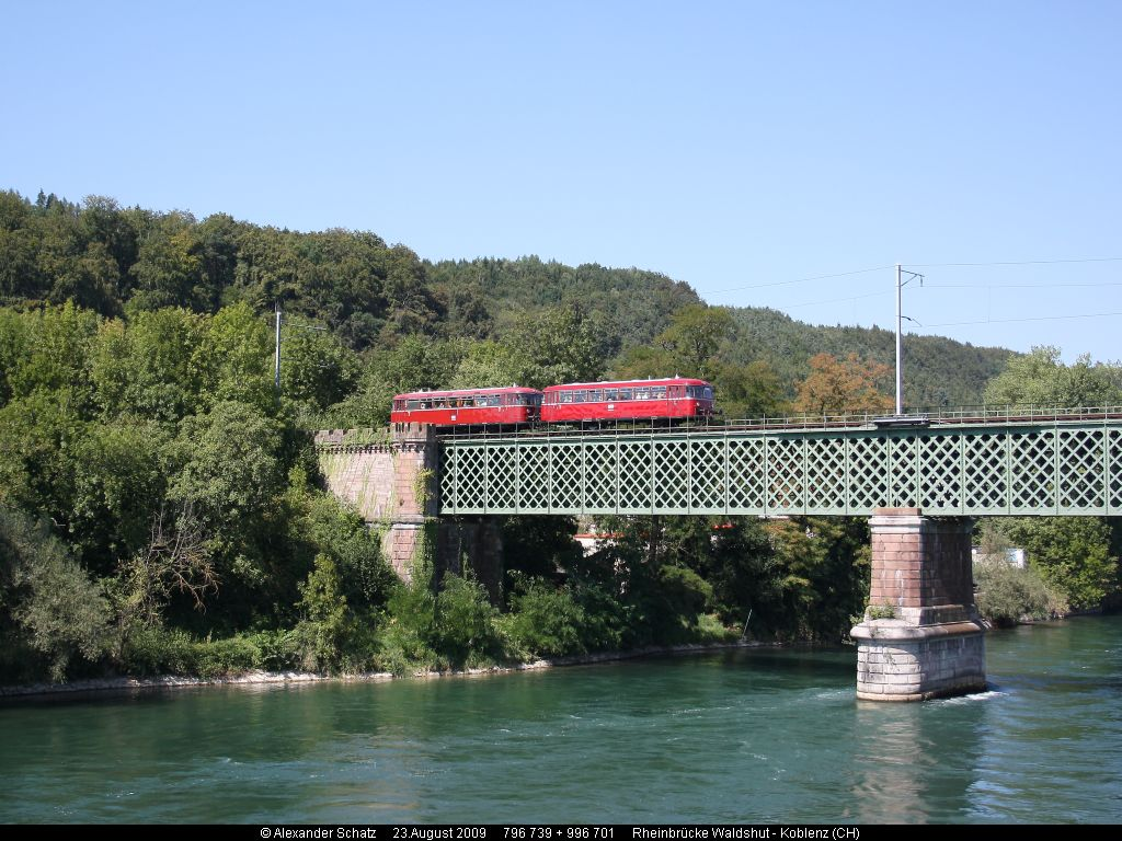 http://www.ulmereisenbahnen.de/fotos/796-739_2009-08-23_Rheinbruecke1_copyright.jpg