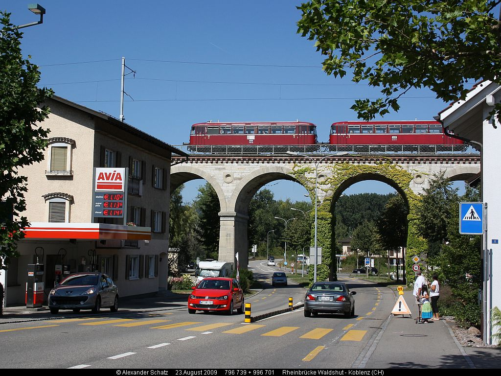 http://www.ulmereisenbahnen.de/fotos/796-739_2009-08-23_Rheinbruecke3_copyright.jpg