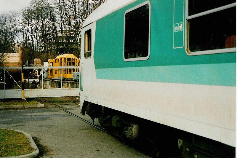 http://www.ulmereisenbahnen.de/fotos/Industriebahn-S-Feuerbach_1992-02-16_Fernmeldeamt_AndreasBickel.jpg